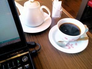 美味しいコーヒーを飲みながら