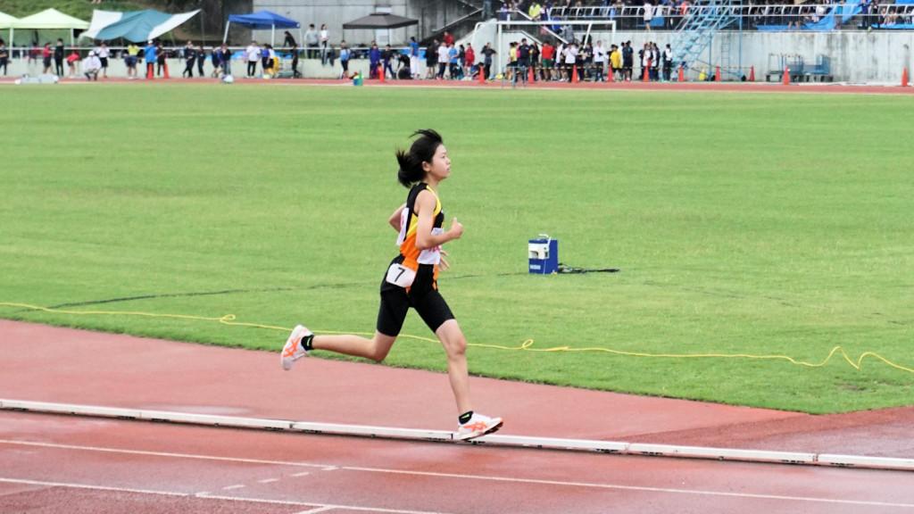 女子共通1500m予選