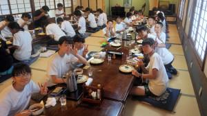みんなと一緒に食べる最後の食事